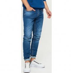 Jeansy COMFORT - Granatowy. Niebieskie jeansy męskie regular Cropp. Za 119,99 zł.