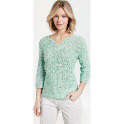 Swetry klasyczne damskie: Sweter w ażurowy wzór