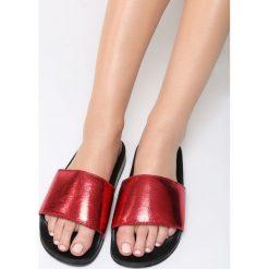 Czerwone Klapki Unwind. Czerwone crocsy damskie Born2be, z lakierowanej skóry, na platformie. Za 49,99 zł.