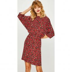 Medicine - Sukienka Shimmering Fantasy. Szare sukienki mini MEDICINE, na co dzień, m, z tkaniny, casualowe, z okrągłym kołnierzem, proste. Za 139,90 zł.