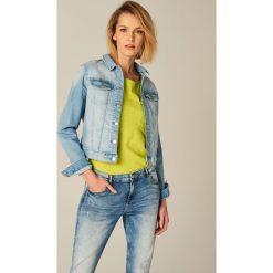Krótka jeansowa kurtka - Niebieski. Niebieskie kurtki damskie jeansowe Mohito. Za 119,99 zł.
