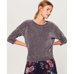 Luźny sweter basic - Szary. Czerwone swetry klasyczne damskie marki Mohito, z bawełny. Za 89,99 zł.
