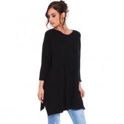 """Sweter """"Lacy"""" w kolorze czarnym. Szare swetry klasyczne damskie marki Mohito, l, z asymetrycznym kołnierzem. W wyprzedaży za 181,95 zł."""
