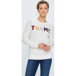 Tommy Hilfiger - Sweter. Szare swetry klasyczne damskie TOMMY HILFIGER, l, z bawełny, z okrągłym kołnierzem. W wyprzedaży za 429,90 zł.