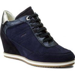 Sneakersy GEOX - D Illusion B D8254B 0LT22 C4002 Navy. Niebieskie sneakersy damskie Geox, z nubiku. W wyprzedaży za 379,00 zł.