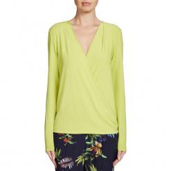 Koszulka w kolorze limonkowym. Zielone bluzki damskie marki Oui, z kopertowym dekoltem, z długim rękawem. W wyprzedaży za 108,95 zł.