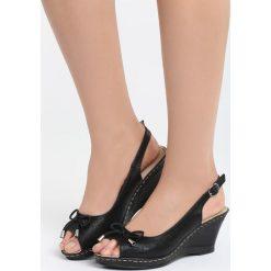 Czarne Sandały One Life. Czarne sandały damskie marki Born2be, z materiału, na koturnie. Za 79,99 zł.