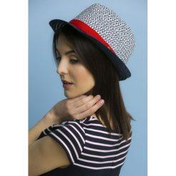 Kapelusze damskie: Trójbarwny kapelusz na lato