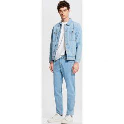 Jeansy męskie regular: Jeansy z kontrastowym przeszyciem - Niebieski