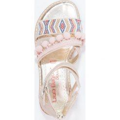 Laura Biagiotti Sandały gold. Żółte sandały chłopięce marki Laura Biagiotti, z materiału, z otwartym noskiem. W wyprzedaży za 132,30 zł.
