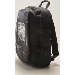 Plecaki męskie: Plecak z napisem – Czarny