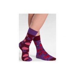 Figa z makiem - kolorowe skarpetki Spox Sox. Fioletowe skarpetki męskie marki Spox sox, w kolorowe wzory. Za 20,00 zł.
