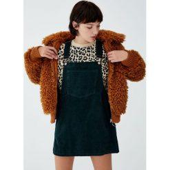 Sztruksowa sukienka ogrodniczka basic. Szare sukienki Pull&Bear, z jeansu. Za 89,90 zł.