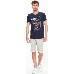T-shirty męskie: T-SHIRT MĘSKI Z NADRUKIEM