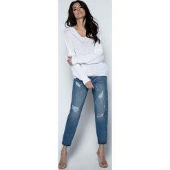 Swetry klasyczne damskie: Biały Sweter Krótki Oversizowy z Dekoltem V