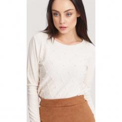 Jasnobeżowy Sweter Distant Target. Zielone swetry klasyczne damskie marki other, l, prążkowane. Za 49,99 zł.
