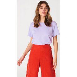 NA-KD Basic T-shirt oversize - Purple. Fioletowe t-shirty damskie NA-KD Basic, z bawełny. W wyprzedaży za 37,07 zł.