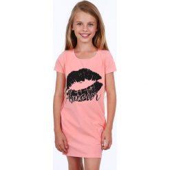 Sukienka dziewczęca z nadrukiem łososiowa NDZ8177. Czerwone sukienki dziewczęce marki Fasardi, z nadrukiem. Za 49,00 zł.