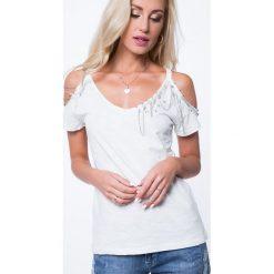 Bluzka z ozdobnymi łańcuszkami kremowa ZZ1075. Białe bluzki z odkrytymi ramionami Fasardi, l. Za 59,00 zł.