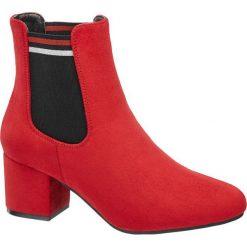 Botki damskie Graceland czerwone. Czarne botki damskie na obcasie marki Graceland, w kolorowe wzory, z materiału. Za 159,90 zł.