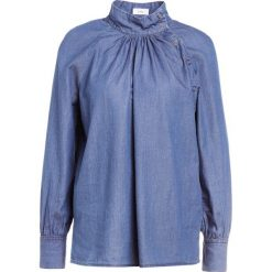 CLOSED KERI Bluzka mid blue wash. Niebieskie bluzki asymetryczne CLOSED, xs, z bawełny. W wyprzedaży za 561,75 zł.