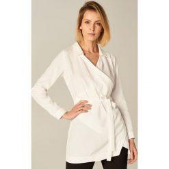 Bielizna damska: Długa koszula z kopertowym przełożeniem - Biały