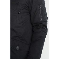 Burton Menswear London ALASKA Kurtka zimowa black. Czarne kurtki męskie zimowe marki Burton Menswear London, l, z bawełny. W wyprzedaży za 367,20 zł.