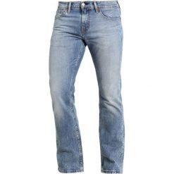 Levi's® 527 SLIM BOOT CUT Jeansy Bootcut figure four. Niebieskie jeansy męskie slim marki Levi's®. Za 369,00 zł.