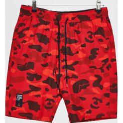 Materiałowe szorty - Czerwony. Czerwone szorty męskie Cropp, z materiału. W wyprzedaży za 39,99 zł.