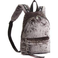 Plecak TOMMY JEANS - Tj Logo Tape Mini Ba AU0AU00341 906. Szare plecaki damskie Tommy Jeans, z jeansu. Za 399,00 zł.