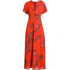 IVY & OAK BOHEMIAN DRESS Długa sukienka brick red. Czerwone długie sukienki IVY & OAK, z materiału, z długim rękawem. W wyprzedaży za 535,20 zł.