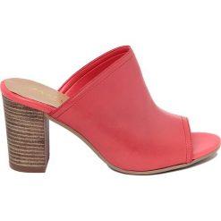 Chodaki damskie: Skórzane klapki w kolorze czerwonym