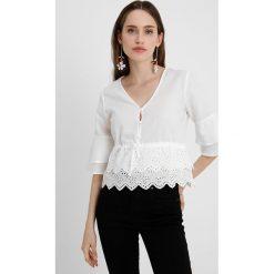 Bluzki asymetryczne: Fashion Union Petite FREESIA Bluzka white