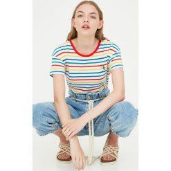 Koszulka w paski z haftem. Niebieskie t-shirty damskie marki Pull&Bear. Za 49,90 zł.