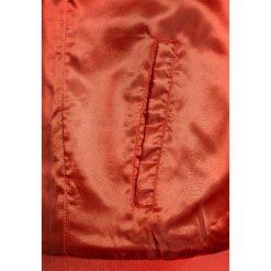 Soft Gallery SANDY JACKET Kurtka przejściowa rose cloud/power. Pomarańczowe kurtki chłopięce przejściowe marki Soft Gallery, z materiału. Za 399,00 zł.