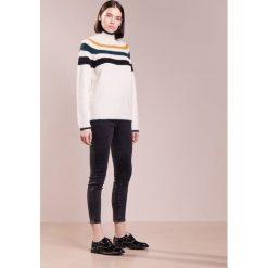 CLOSED WOMEN'S Sweter light champagne. Białe swetry klasyczne damskie CLOSED, l, z elastanu. W wyprzedaży za 677,40 zł.