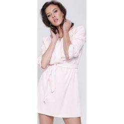 Sukienki hiszpanki: Różowa Sukienka Just Say No