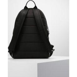 J.LINDEBERG Plecak black. Czarne plecaki męskie J.LINDEBERG. W wyprzedaży za 839,20 zł.