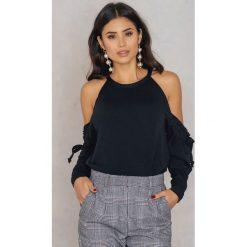 Bluzy rozpinane damskie: Boohoo Bluza cold shoulder z falbanką - Black