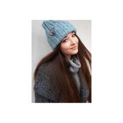 Czapka CHAPOOSIE Blue SURF Beanie. Niebieskie czapki zimowe damskie Chapoosie, z aplikacjami. Za 103,20 zł.