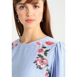 Warehouse EMBROIDERED PUFF SLEEVE TOP Bluzka white. Białe bluzki damskie marki Warehouse, z bawełny. Za 199,00 zł.