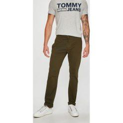 Tommy Jeans - Spodnie. Szare chinosy męskie marki Tommy Jeans, z bawełny. Za 359,90 zł.