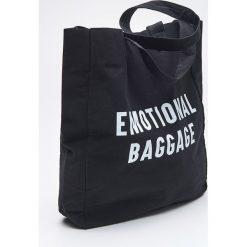 Torebki klasyczne damskie: Materiałowa torba z napisem - Czarny