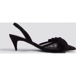NA-KD Shoes Czółenka z siateczki - Black. Czarne buty ślubne damskie NA-KD Shoes, w paski, z zamszu, na niskim obcasie, na obcasie. W wyprzedaży za 113,37 zł.