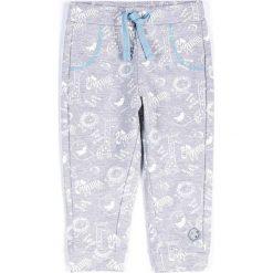 Coccodrillo - Spodnie dziecięce 62-86 cm. Białe spodnie chłopięce marki COCCODRILLO, m, z bawełny, z okrągłym kołnierzem. Za 45,90 zł.