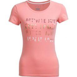 T-shirt damski TSD602 - pudrowy koral - Outhorn. Pomarańczowe t-shirty damskie marki Outhorn, z bawełny. W wyprzedaży za 24,99 zł.