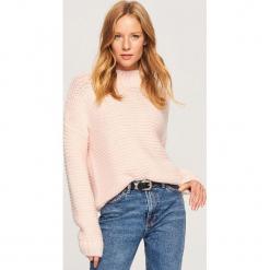 Sweter z grubym splotem - Różowy. Żółte swetry klasyczne damskie marki ekoszale, ze splotem. Za 119,99 zł.