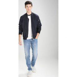 Calvin Klein Jeans SLIM STRAIGHT Jeansy Slim Fit banshee blue. Niebieskie jeansy męskie relaxed fit marki Calvin Klein Jeans. W wyprzedaży za 359,20 zł.
