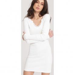 Biała Sukienka Take Into. Białe sukienki dzianinowe marki other, l. Za 49,99 zł.