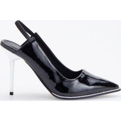 Lakierowane czółenka na wysokim obcasie - Czarny. Czarne buty ślubne damskie Reserved, z lakierowanej skóry, na wysokim obcasie. Za 159,99 zł.